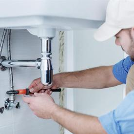 Plumber in watford fixing a sink
